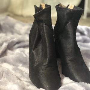 Banana Republic Leather Ankle Boots w/ Heels
